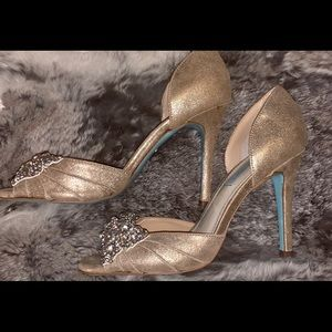 Betsey Johnson gold heels